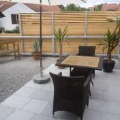 01+31 Hs. 17 Terrasse mit Möbel fertig (1)