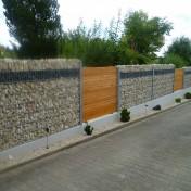 Sichtschutz in Steinwand integriert (3)