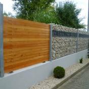 Sichtschutz in Steinwand integriert (4)