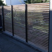 Sichtschutz mit Türe (1)