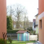 Spielhaus mit Zaun (2)
